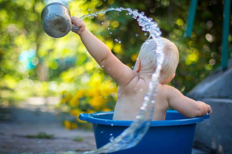 seau d'eau sous la douche